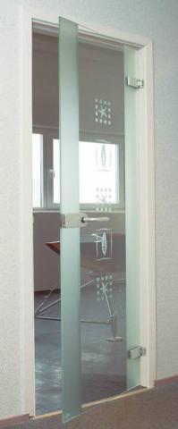 Dveře celoskleněné v provedení SPECIAL s vyleptanými motivy. S rámem, panty a madlem